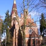 24   Berlin - Lichterfelde, Petruskirche, Rosette von außen