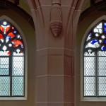 zwei Seitenschifffenster