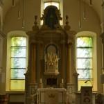 evang. Kirche Eystrup,   Altar mit Oster- und Pfingsfenster     2016